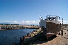 Altes Schiff im russischen Fernplatz Lizenzfreies Stockfoto