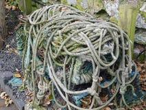 Altes Schiff ` s Seil auf Lindisfarne die heilige Insel Stockfotografie