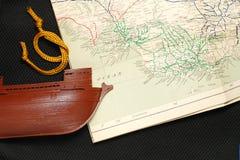 Altes Schiff und Karte Stockfotografie