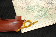 Altes Schiff und Karte Stockbild