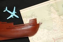 Altes Schiff und Karte Stockfotos