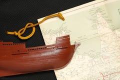 Altes Schiff und Karte Stockfoto