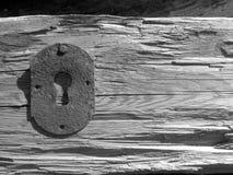 Altes Schlüsselloch und hölzerne Hintergründe Stockfotos