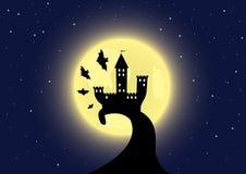 Altes Schloss auf dem Mondhintergrund Lizenzfreies Stockfoto