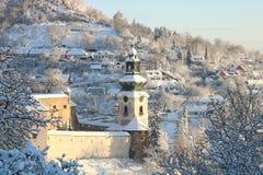 Altes Schloss in Banska Stiavnica und Sonnenaufgang lizenzfreies stockfoto