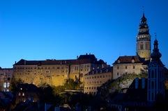 Altes Schloss in Cesky Krumlov - Nachtschuß lizenzfreie stockbilder