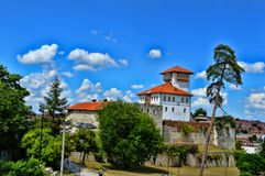Altes Schloss an der richtigen Stelle Gradacac, Bosnien und Herzegowina Lizenzfreies Stockfoto