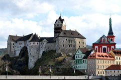 Altes Schloss Loket lizenzfreie stockfotos