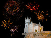 Altes Schloss und Feuerwerke Lizenzfreies Stockbild