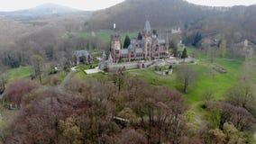 Altes Schloss von der Luft im Vorfrühling stock video footage