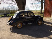 Altes schwarzes Auto Lizenzfreies Stockfoto