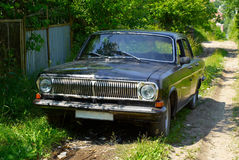 Altes schwarzes Automobil Stockbilder