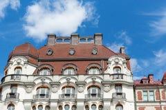 Altes schwedisches Gebäude, welches das Meer übersieht Stockbild