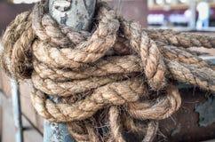 Altes Seil und Knoten Stockbild