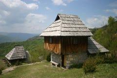 Altes serbisches Haus Stockfotos