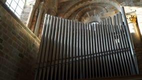 Altes soitin im Tempel auf der Insel von Mont-Heilig-Michel stock video