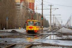 Altes sowjetisches Trammodell KTM-5M3 (71-605) in Volzhskij Stockfoto