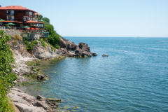 Altes Sozopol: Meer, Steine und Häuser Stockfoto
