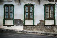 Altes Spanisch verwitterte Fenster lizenzfreies stockfoto