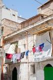 Altes städtisches Haus in Palermo stockbilder