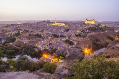 Altes Stadtstadtbild in der Dämmerung, Toledo, Spanien Lizenzfreie Stockfotografie