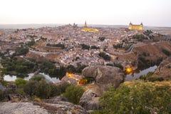 Altes Stadtstadtbild in der Dämmerung, Toledo, Spanien Stockfotografie