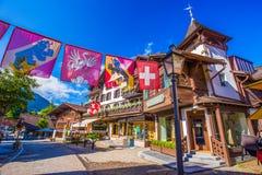 Altes Stadtzentrum von Gstaad-Stadt, berühmtes Skiort im Bezirk Bern lizenzfreie stockfotografie