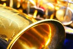 Altes staubiges Saxophon stockbild