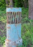 Altes Straßenentlüftungsrohr Hintergrund, industriell stockfoto