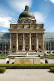 Altes szenisches Gebäude mit collums in München Stockfotografie