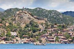 Altes türkisches Schloss auf dem Hügel Stockfotos