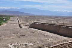 Altes Teil des Westsektors der Chinesischen Mauer in Jiayuguan, Gansu, China stockbilder