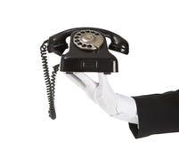 Altes Telefon in der Battlerhand stockbilder