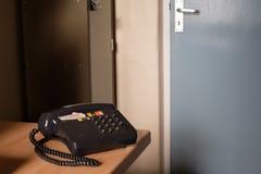 Altes Telefon in einem alten Büro Lizenzfreies Stockfoto