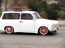 Altes Trabant-Auto Trabant läuft durch die Straßen von Budapest stockfoto