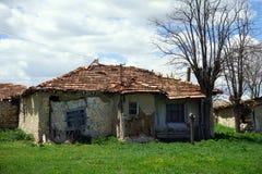 Altes trauriges Haus Stockbilder