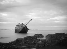 Altes und defektes Fischerboot Stockbild