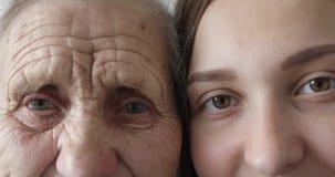 Altes und junges Gesicht stock video