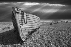 Altes verfallendes Fischerboot Stockfotos