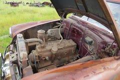 Altes verlassenes Auto Lizenzfreie Stockfotos
