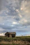 Altes verlassenes Bauernhofhaus auf Kolorado-Grasland Lizenzfreie Stockfotos