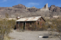 Altes verlassenes Bretterbude in der Wüste Lizenzfreie Stockfotos