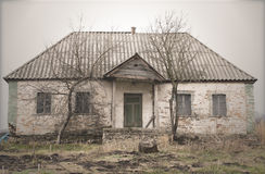 Altes verlassenes einzelnes Geschoss-Haus Stockbild