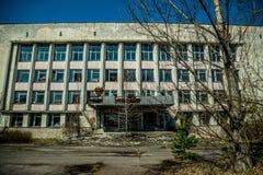 Altes verlassenes Haus in der Geisterstadt von Pripyat, Ukraine Konsequenzen einer Kernexplosion am Kernkraftplan Tschornobyls stockbilder