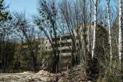 Altes verlassenes Haus in der Geisterstadt von Pripyat, Ukraine Konsequenzen einer Kernexplosion am Kernkraftplan Tschornobyls lizenzfreie stockfotos
