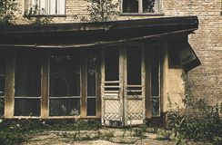 Altes verlassenes Krankenhaus Stockbilder