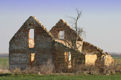 Altes verlassenes Steinbauernhof-Haus Stockfoto