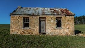 Altes verlassenes tasmanisches Steinhaus stockfotos