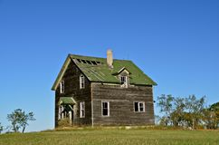 Altes vernachlässigtes Bauernhaus stockfotos
