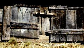 Altes verschaltes-oben Fenster Stockfoto